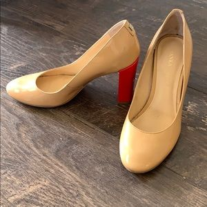 Patent nude shoes w/ statement red heel!!